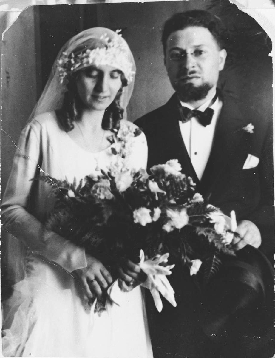 Wedding portrait of Rabbi Riccardo Pacifici and Vanda Abenaim.