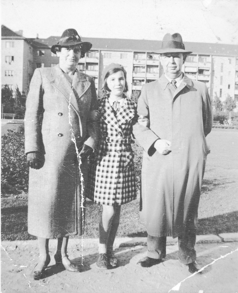 Helga Arndtheim poses on a street in Berlin with her parents, Frieda and Georg.