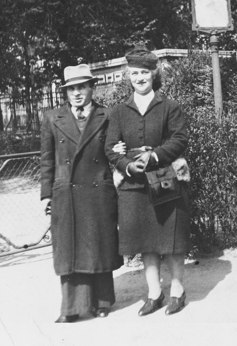 A Belgian-Jewish couple poses on a street in Brussels shortly after the start of World War II.  Pictured are Abraham and Geshewa Rojer.