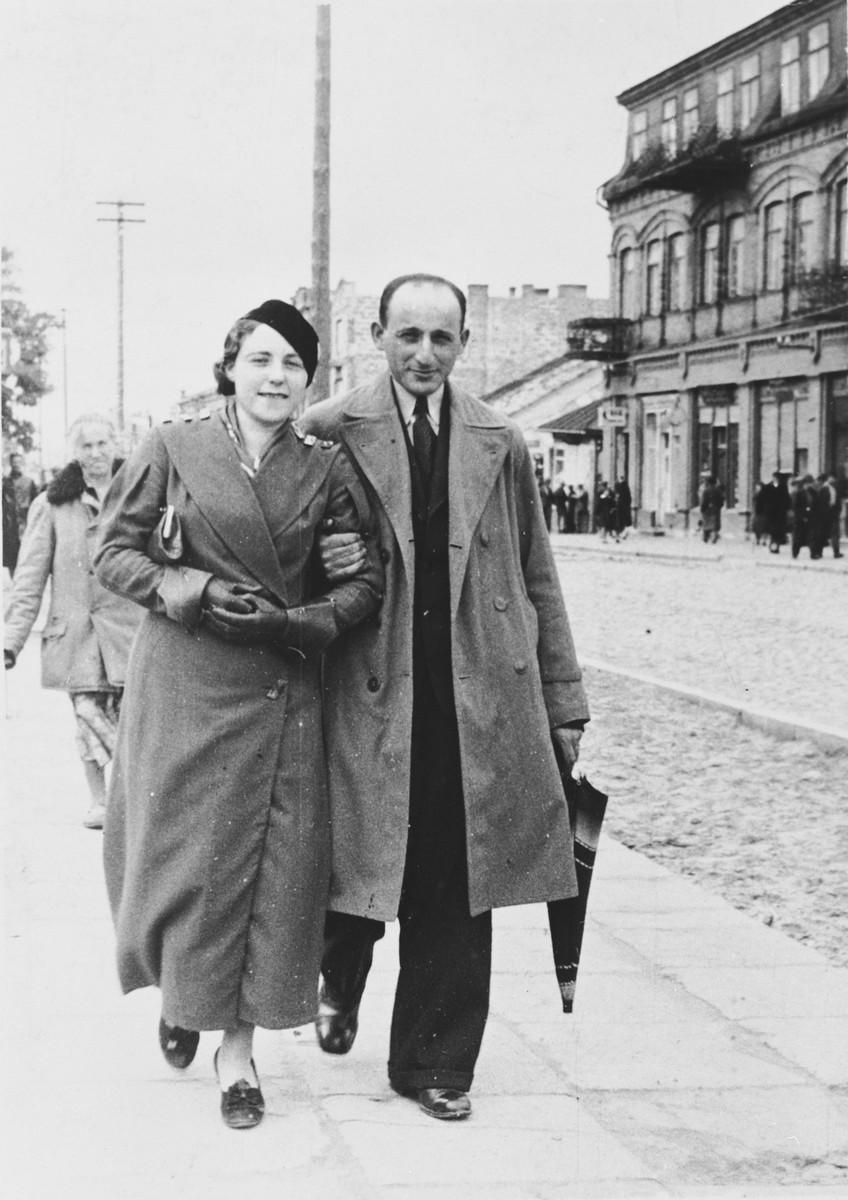 Pesl and Joshua Prizant walk down a street in prewar Poland.