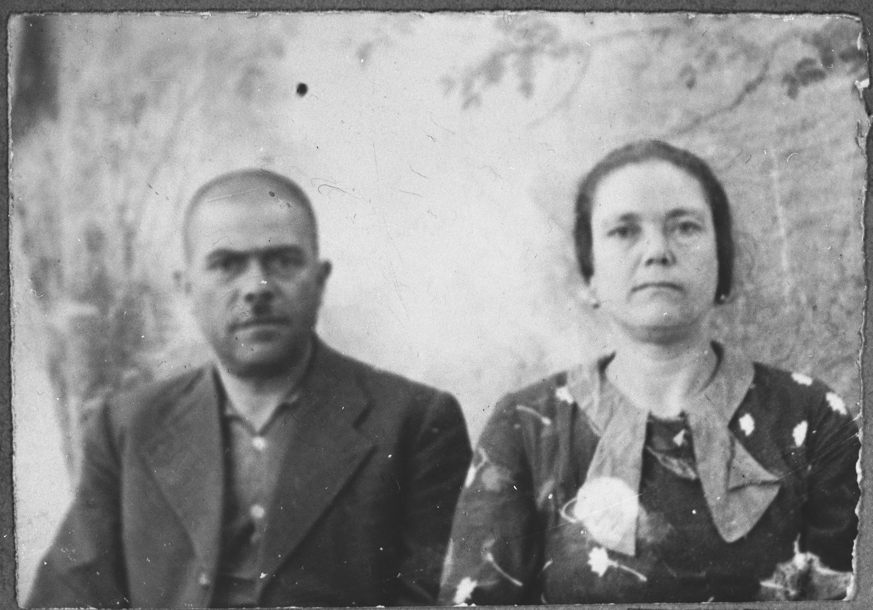 Portrait of Yakov Kamchi, son of Aron Kamchi, and his wife, Ester.  He was a rag dealer.  They lived at Asadbegova 16 in Bitola.
