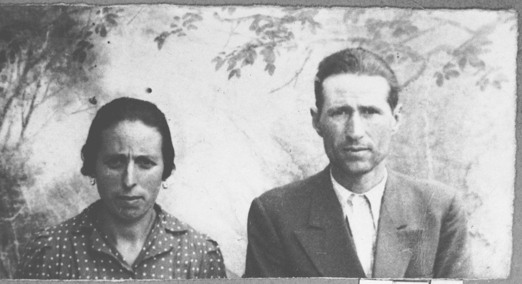 Portrait of Akiva Kamchi and his wife, Arnesta (both from Momtsilgrad).  Akiva was a plumber.  They lived at Drinska 111 in Bitola.