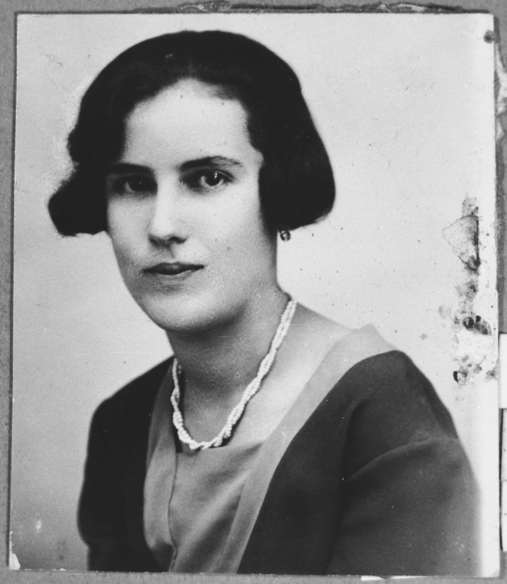 Portrait of Ana Kalderon, wife of Nissim Kalderon.  She lived at Karagoryeva 52 in Bitola.