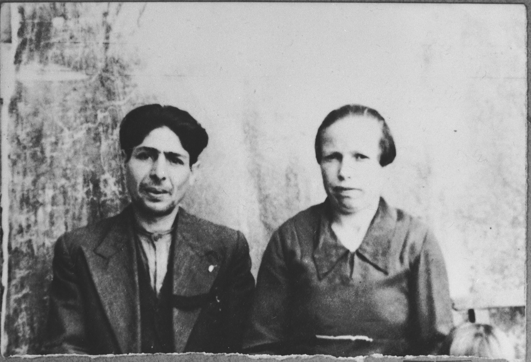 Portrait of Avram Kamchi, son of Mentesh Kamchi, and Avram's wife, Sara.  He was a greengrocer.  They lived at Skopyanska 52 in Bitola.
