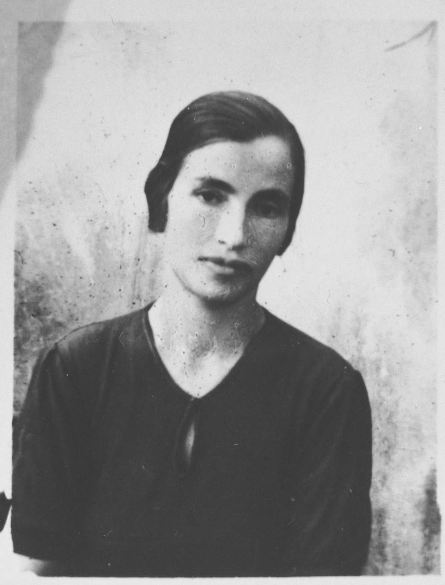 Portrait of Estreya Kalderon, wife of Peris Kalderon.  She lived at Mitrovatska 12 in Bitola.