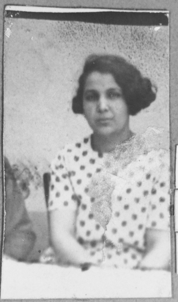 Portrait of Matilda Kalderon, [wife of Yosef Kalderon].  She lived at Ferizovatska 24 in Bitola.