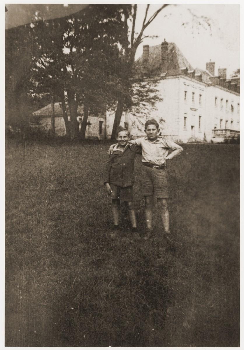 Chaim and Jakub Finkelstajn pose outside the Ecouis children's home.