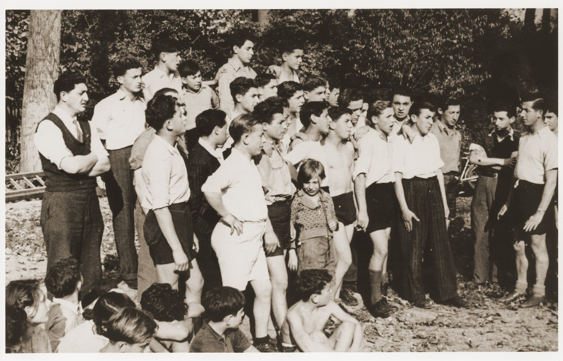 Jewish DP youth participate in a field day near the OSE (Oeuvre de Secours aux Enfants) children's home in Le Vésinet.  Among those pictured are Albert Dymant, Andre Dymant, Henry Dymant, Maurice Freilich, Salek Finkelstein, Marek Goldfinger, Natek Klugman, Kozuch, Ralph Lewen, Bubi Lewi, Usher, Romek Wajsman, and Lolek Weinstein.  [See enclosed sheet for precise identification.]