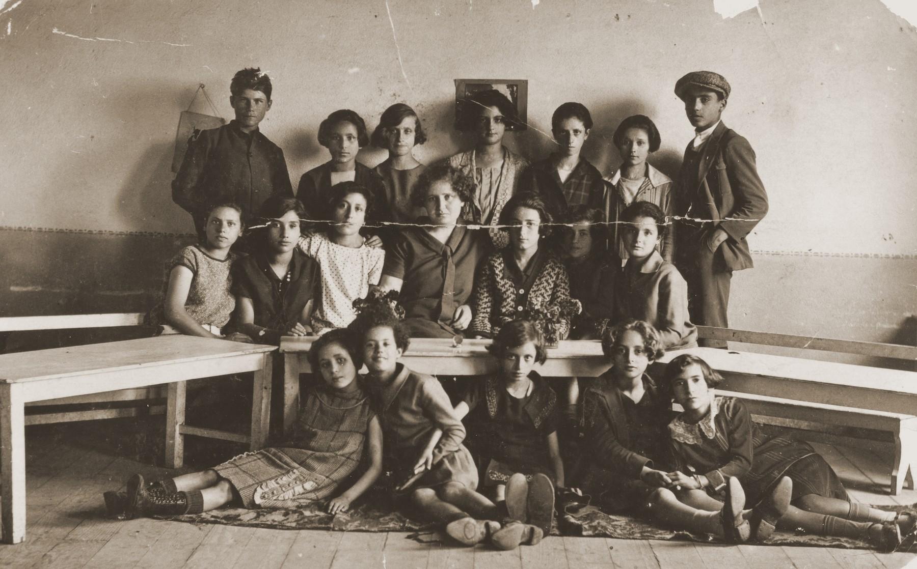 "Group portrait of students in a classroom at a Jewish school in Bitola, Macedonia.  The Hebrew caption reads, ""Esteraina Kalderon/Monastir Serbia."""
