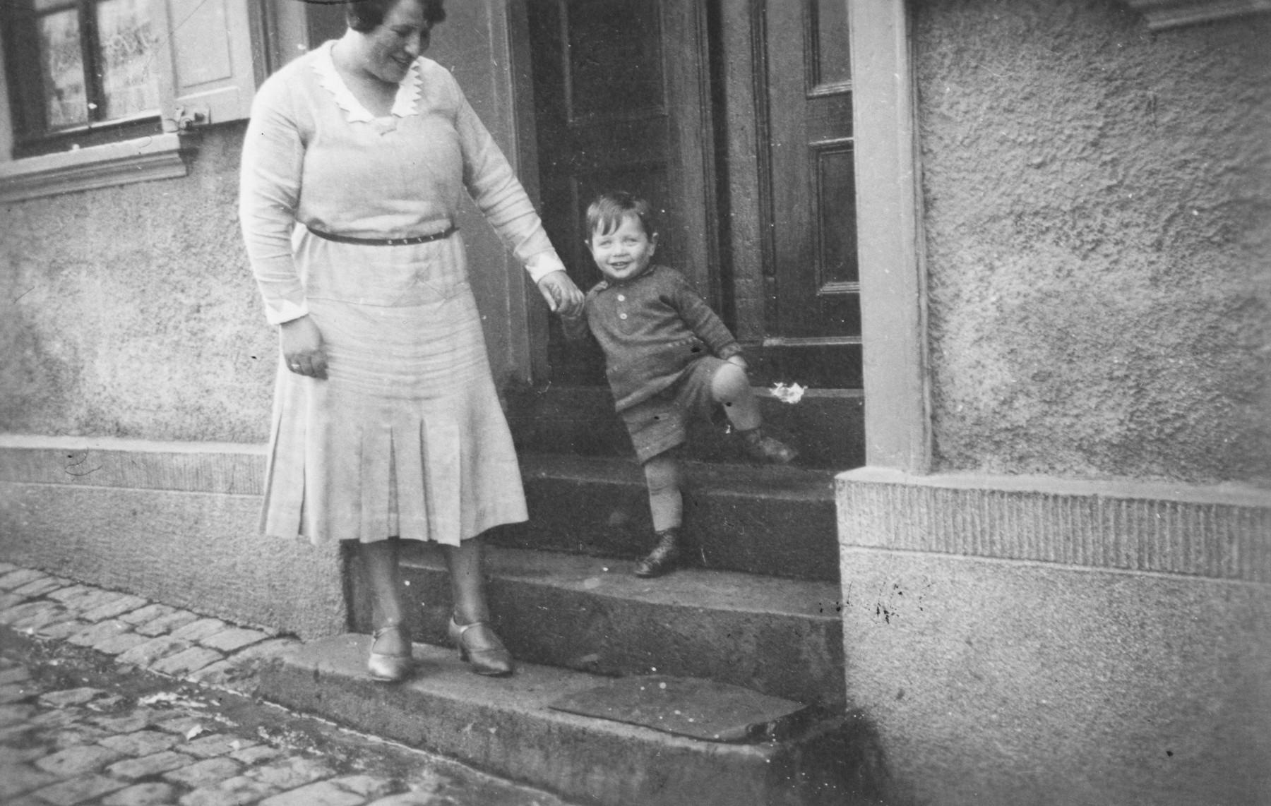Erna Gottschalk with her son Alfred Gottschalk.