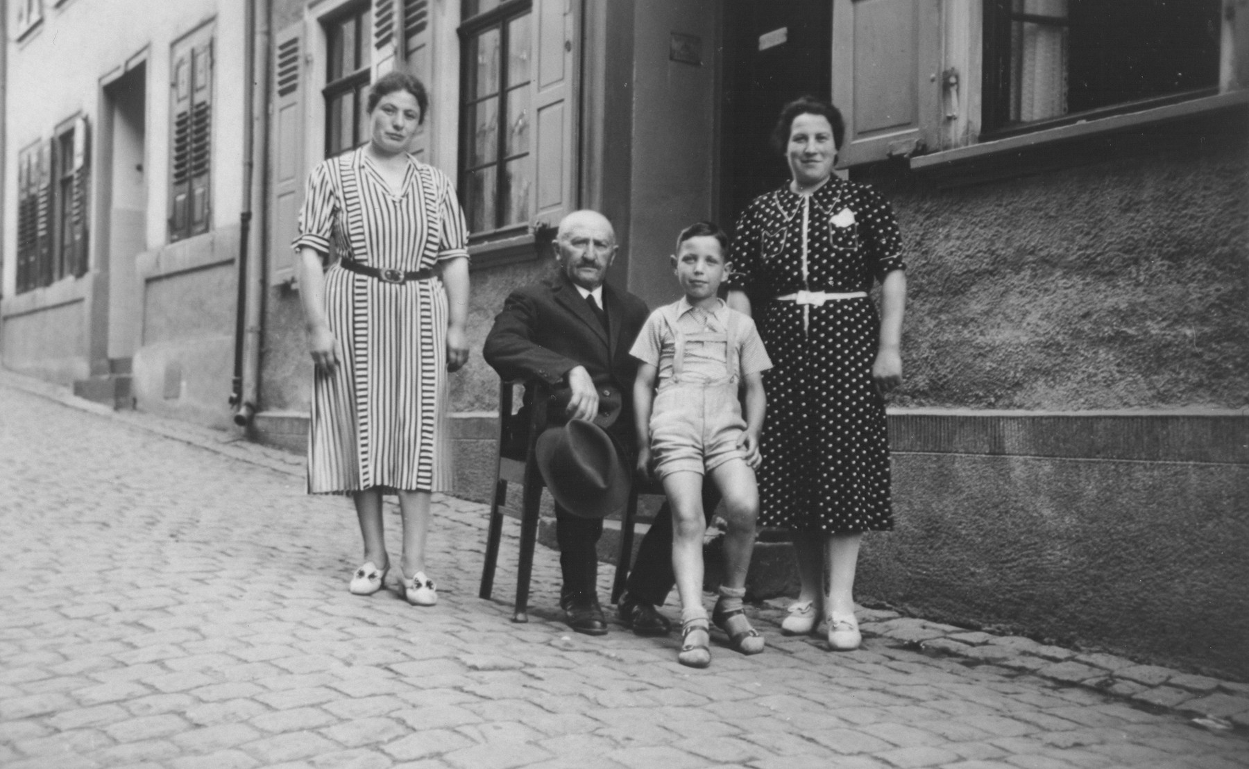A German-Jewish family poses outside their home in Oberwesel.  Among those pictured are Else Trum (sister of Erna Gottschalk), Gustav Gerson, Alfred Gottschalk and Erna Gottschalk.