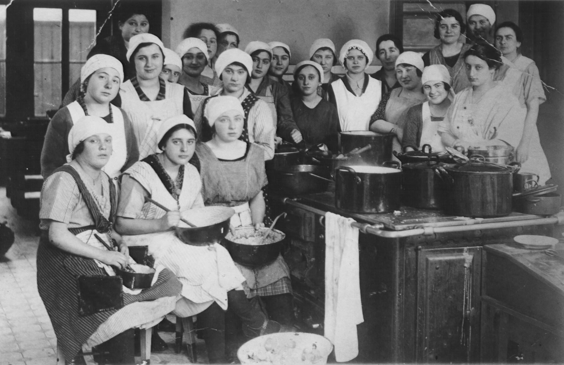 Erna Gerson (later Gottschalk) in a cooking class.