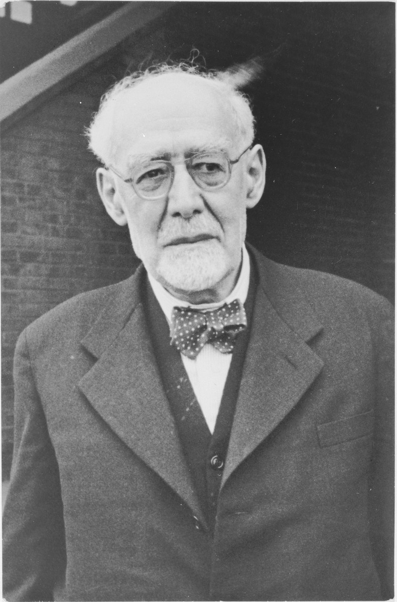 Portrait of 75-year-old Rabbi Leo Baeck upon his arrival in Hamburg at the start of a three week visit to Germany.  Baeck was greeted at the airport by Norbert Wollheim, Chairman of the Central Committee of Jews in the British Zone.  Baeck's trip included participation in an evangelical congress in Darmstadt on October 12, as well as numerous appearances before local Jewish communities.