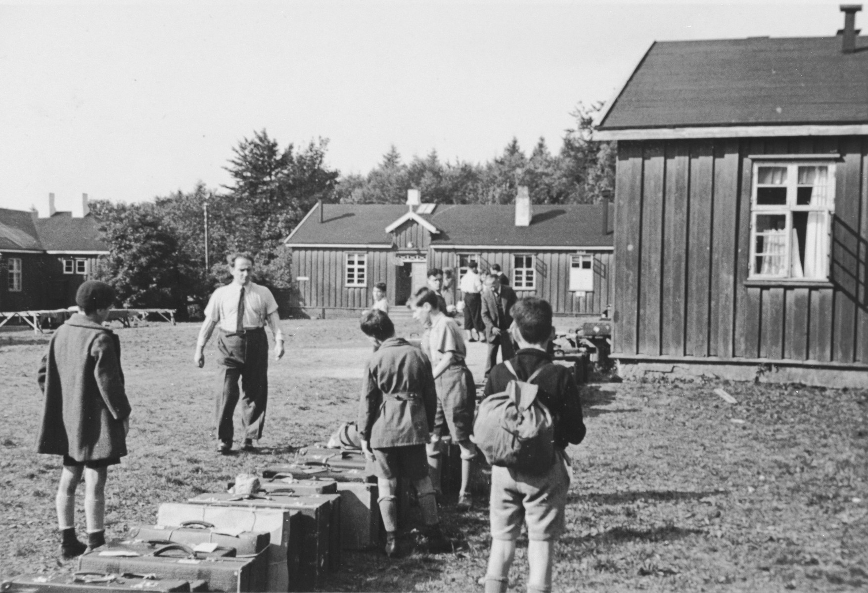 Jewish children from Germany prepare to leave a Kinderlager [children's recreational summer camp] in Horserod, Denmark.    In 1935-36 Norbert Wollheim was involved in organizing groups of German Jewish youth to attend a summer camp in Denmark.