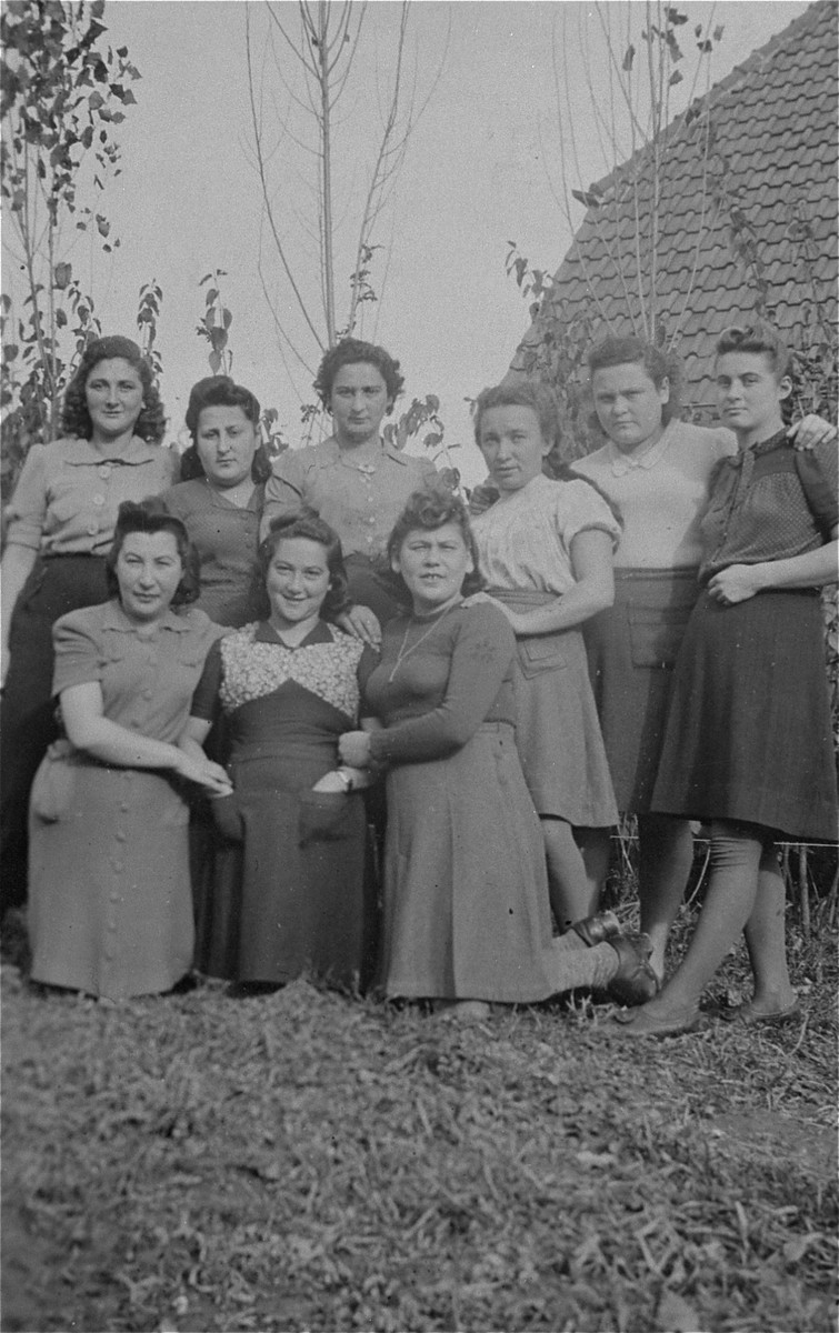 Group portrait of young Jewish DPs at a displaced persons camp in Salzburg.    Among those pictured are: Hadasa Werdygier (first row, center), Ester Himmelfarb (first row, right), and Chaya Rubinsztajn (top row, second from the right).