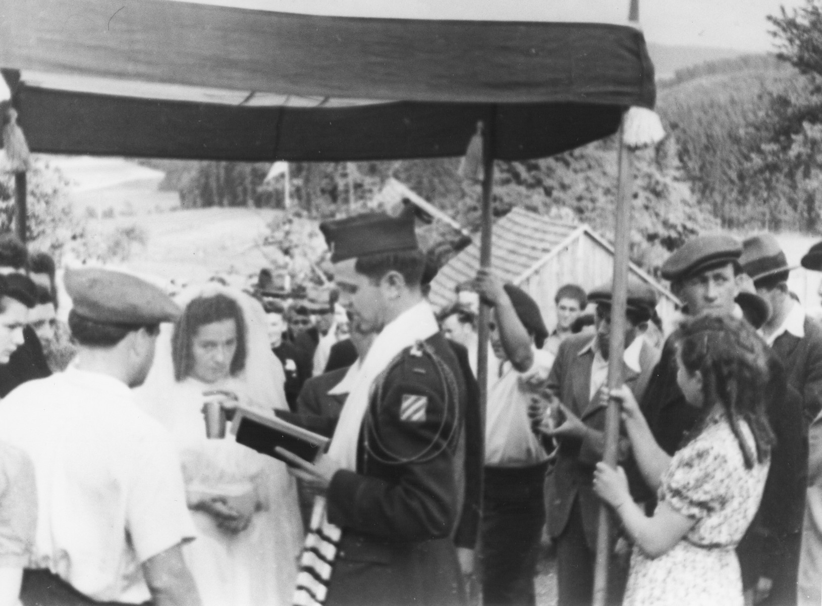 U.S. Army chaplain Mayer Abramowitz officiates at a wedding ceremony for displaced persons at Kibbutz Buchenwald in Geringshof.