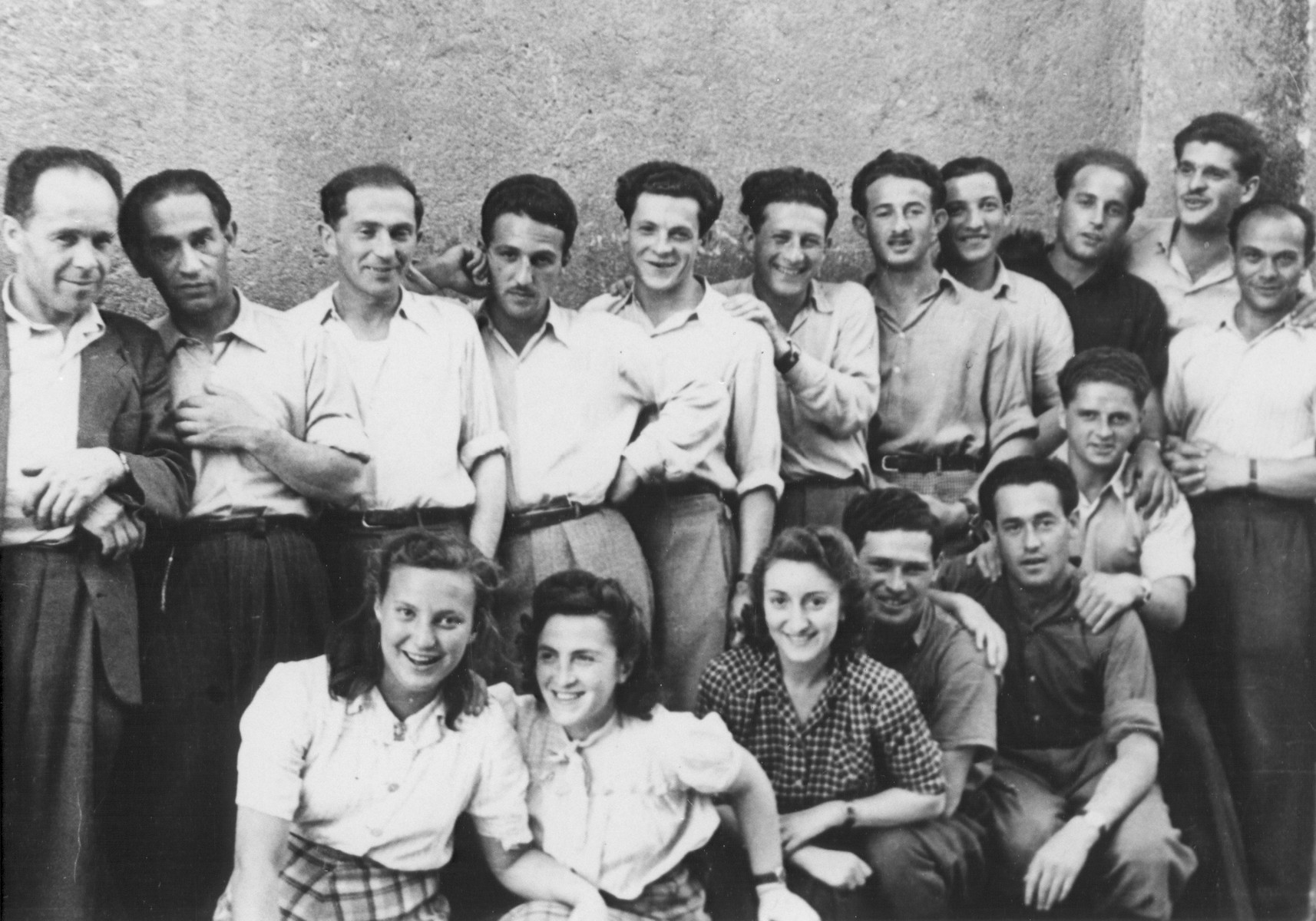 Members of the Nekama group during their stay in Italy while waiting to immigrate to Israel.