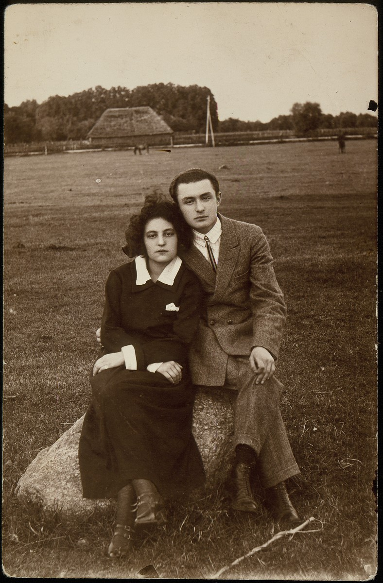 A Jewish brother and sister pose sitting on a rock in a field in Eisiskes.  Pictured are Rachel and Peretz Kaleko, both teachers who immigrated to Palestine in the early 1930s.
