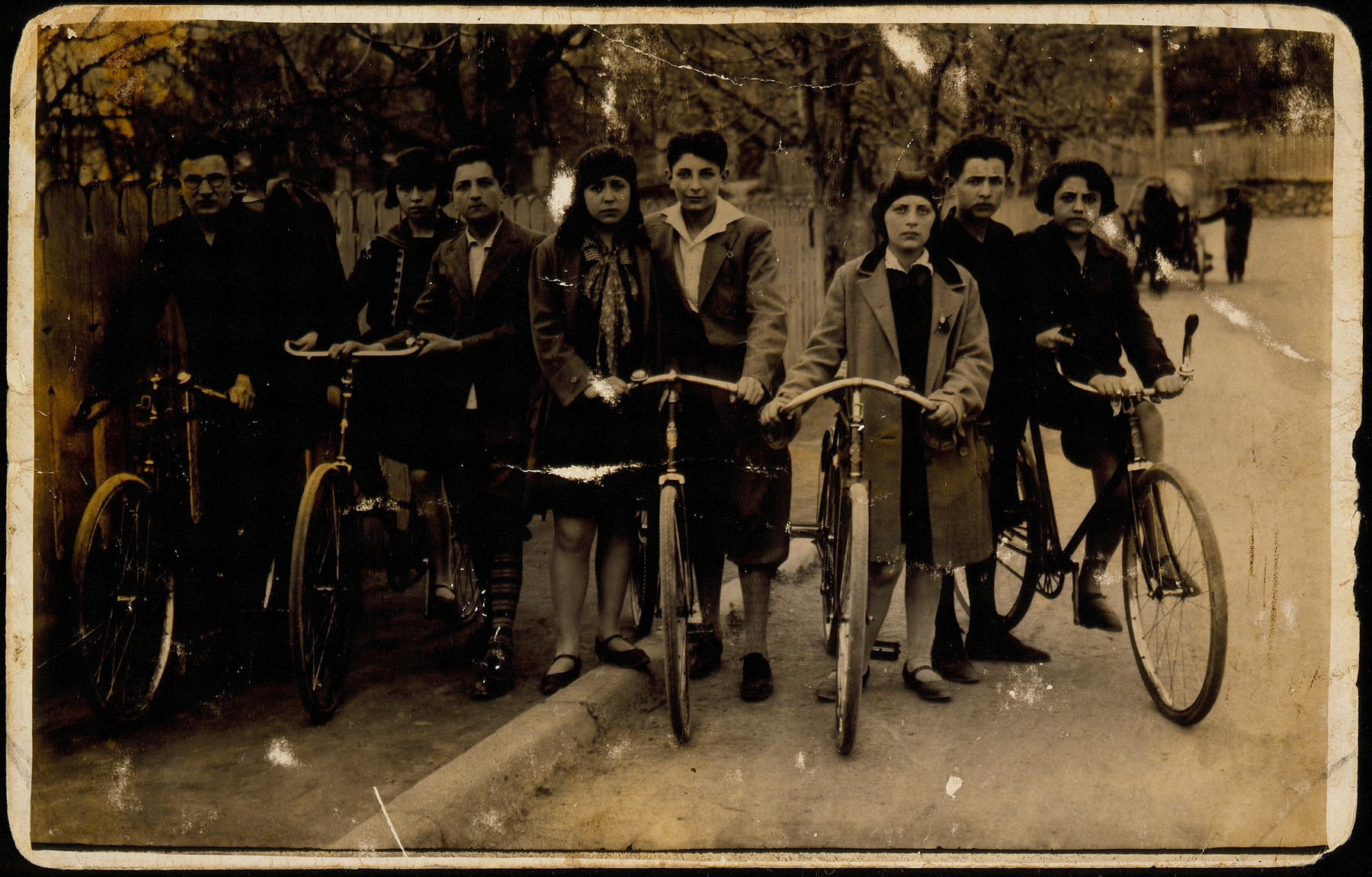 Zionist friends from surrounding towns enjoy a bicycle excursion to Eisiskes.
