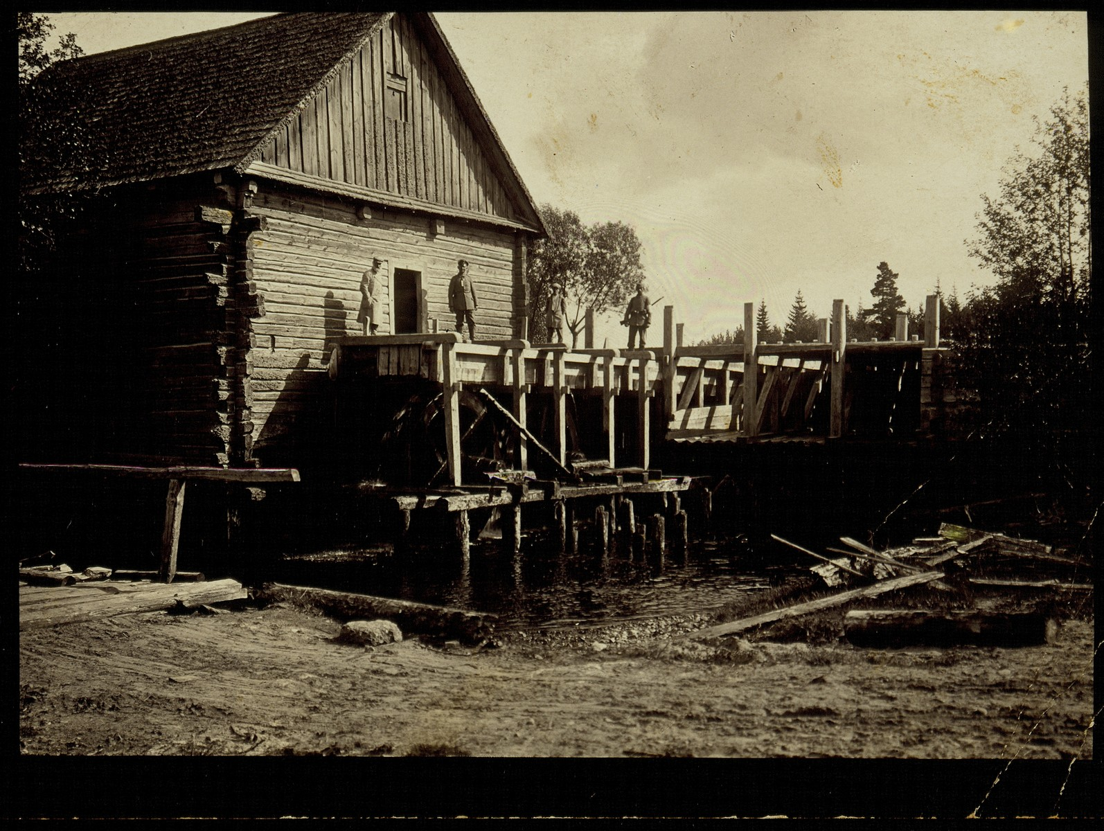 View of the water mill leased by the Zlotnik family.   From left to right are the father, R. Shlomo Zlotnik and his two sons, Yitzhak and Yude-Leib.