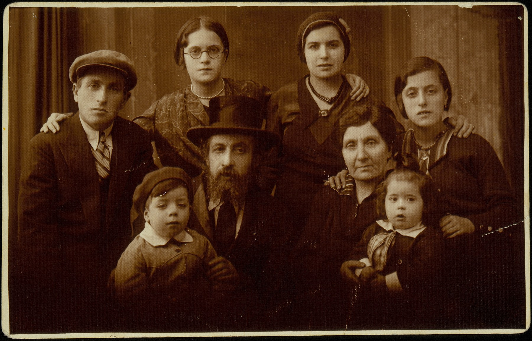 Family of Rabbi Naftali Menahem Hutner, the shtetl judge.   Pictured are Rabbi Naftali Hertz Hutner and his wife Kreina Golde, their children Shimon, Tzippora, Shoshana, Zivia Hutner Hadash and grandchildren Shulamit and Aharon Hadash.  The photograph was taken in honor of the visit of Zivia and her two children from Palestine.  Rabbi Hutner died in October 1934, and the following year his widow immigrated to Palestine with her three other children.
