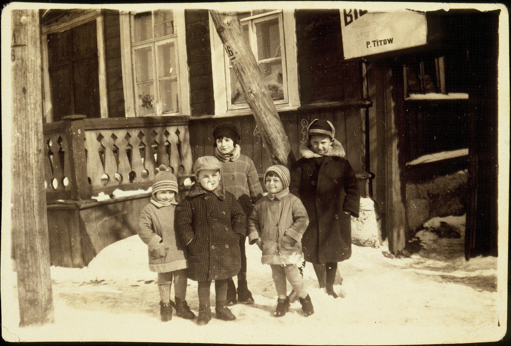 The children of Bluma (nee Zlotnik) and Honeh Michalowski stand in front of their house in Eisiskes.   All five children were killed by the Germans during the September 1941 mass shooting action in Eisiskes.