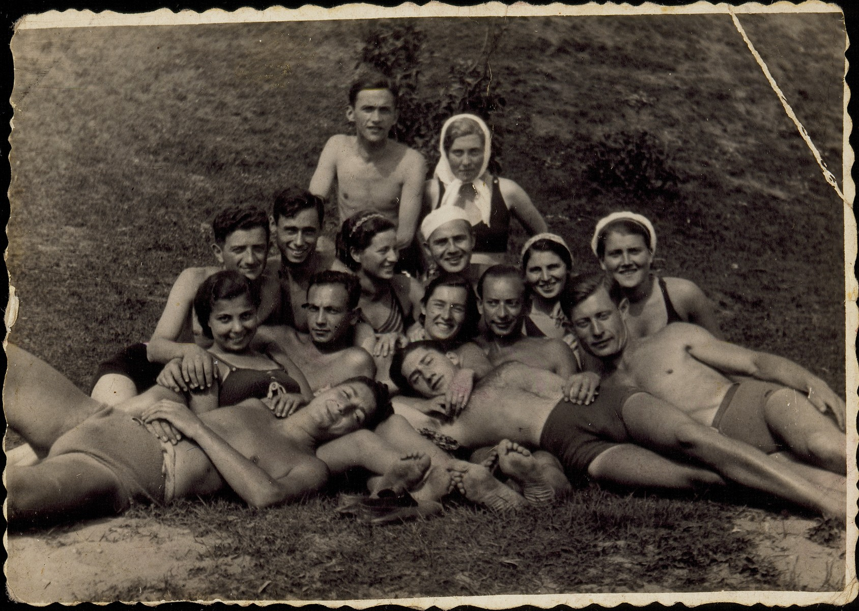 Group portrait of members of the Betar revisionist Zionist youth movement in Eisiskes and its vicinity, enjoying themselves at a beach.  Among those pictured is Shepski Sonenson (second row from the top, at the right).  He was killed by the Germans during the September 1941 mass shooting action in Eisiskes.