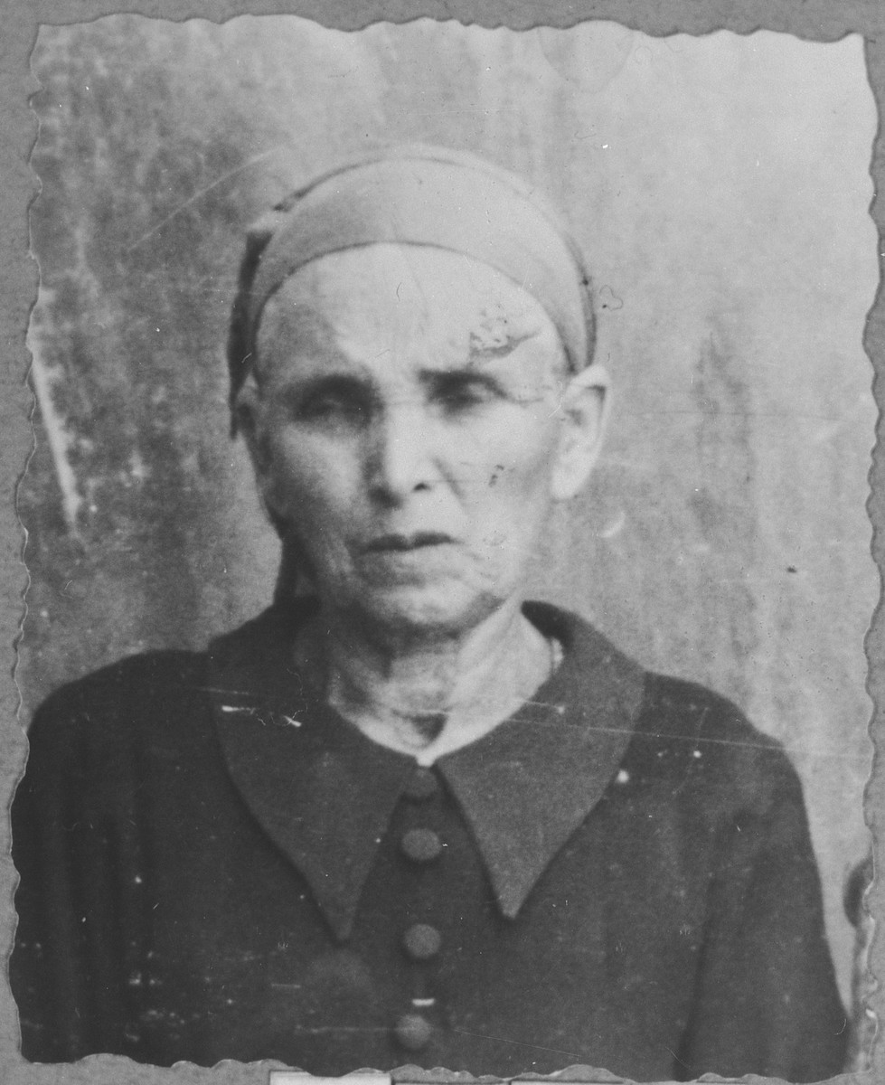 Portrait of Ester Hasson (patronymic: Pinhas).  She lived at Krstitsa 5 in Bitola.