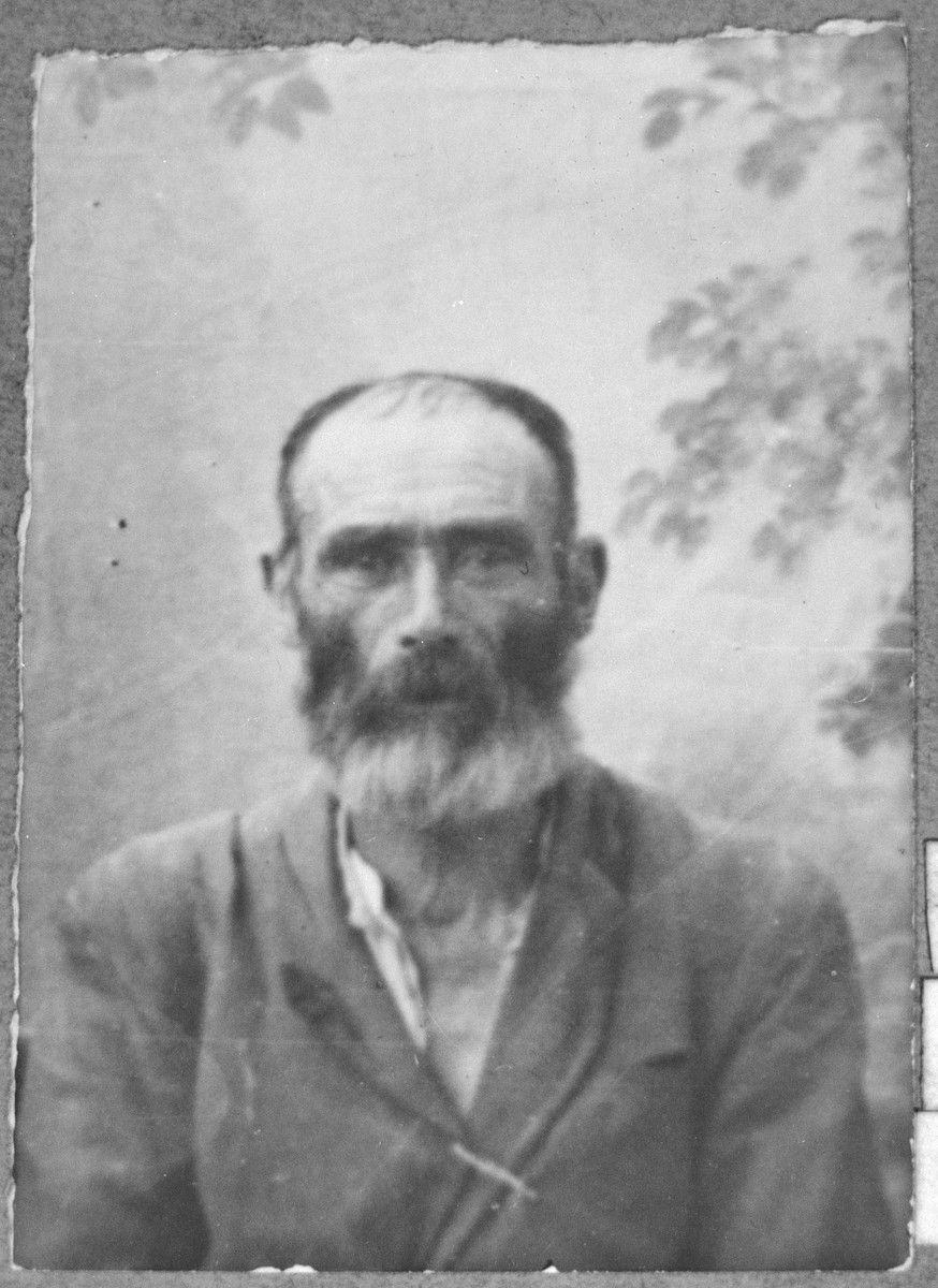 Portrait of Moshe Testa.  He was a porter.  He lived at Drinska 119 in Bitola.
