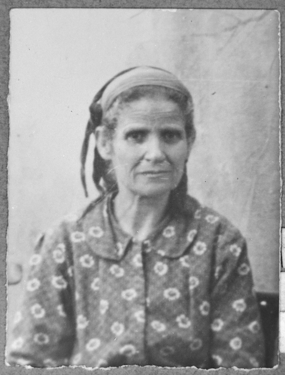 Portrait of Luna Testa, wife of Moshe Testa.  She was a laundress.  She lived at Drinska 119 in Bitola.