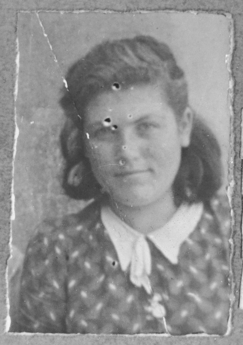 Portrait of Rebeka Hasson (patronymic: Bohor).  She lived on Zmayeva in Bitola.