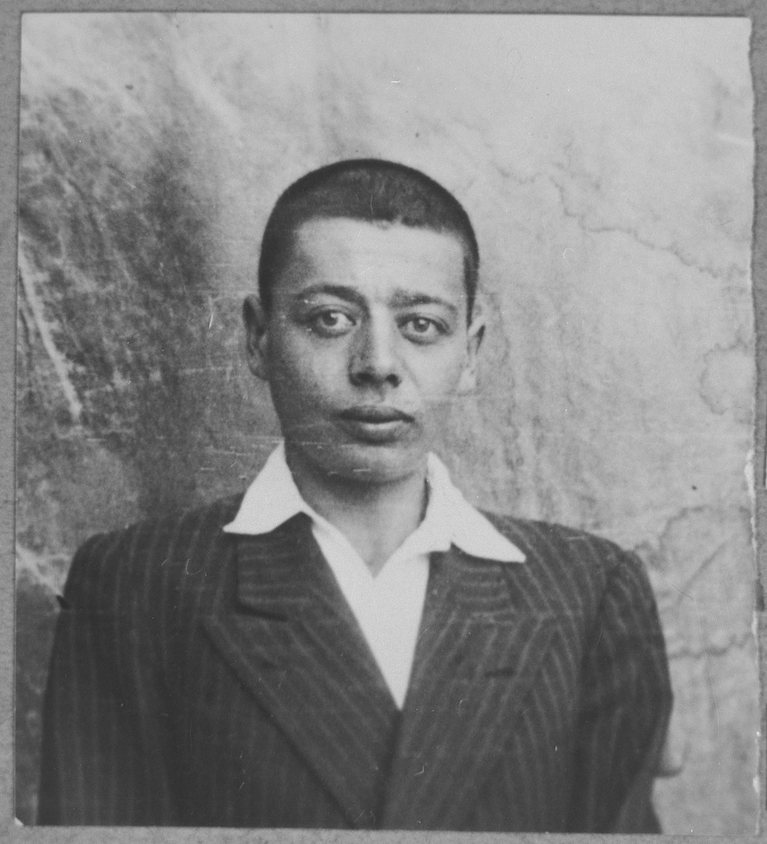 Portrait of Yakov Todelano, son of Menachem Todelano.  He was a student.  He lived a Bistritska 9 in Bitola.