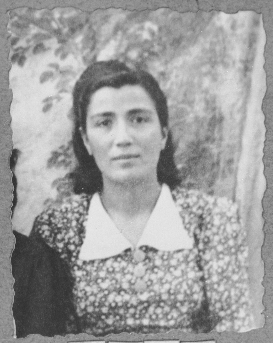 Portrait of Dona Hasson, daughter of Avram Hasson.  She was a tailor.  She lived at Sinagogina 6 in Bitola.