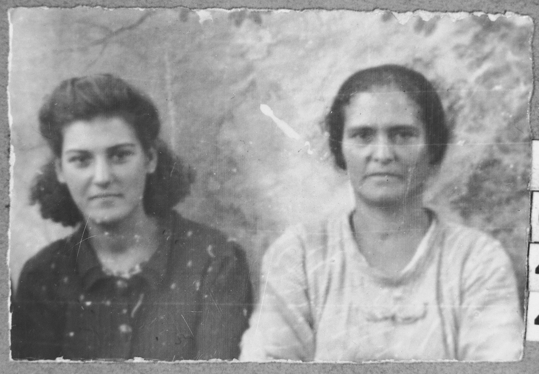 Portrait of Bohora Hasson and Luna Hasson (patronymic: Bohor).  Bohora was a laundress and Luna, a housemaid.  They lived at Zmayeva 21 in Bitola.