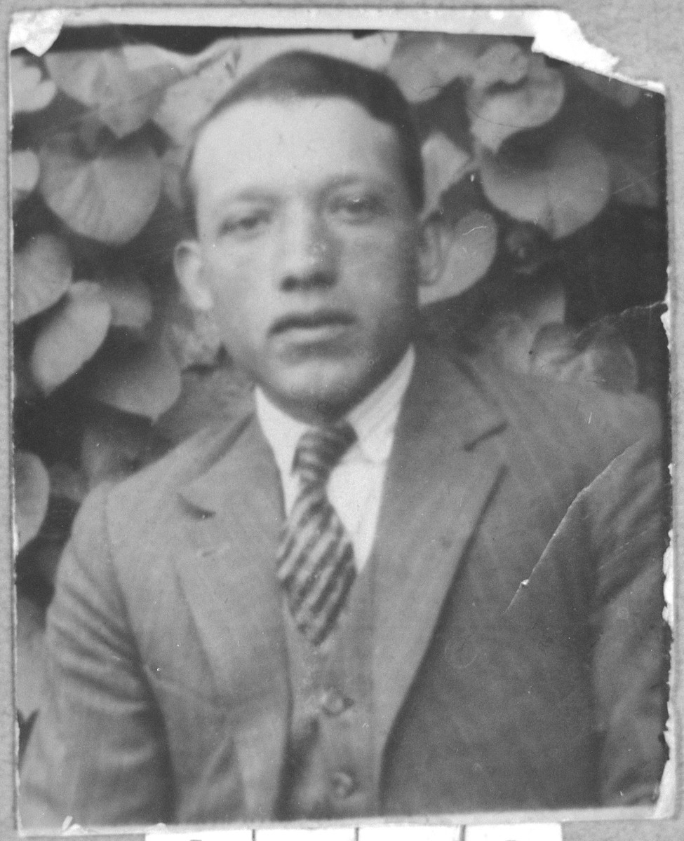 Portrait of Aron Florentin.  He was a grocer.  He lived at Avliya 7 in Bitola.