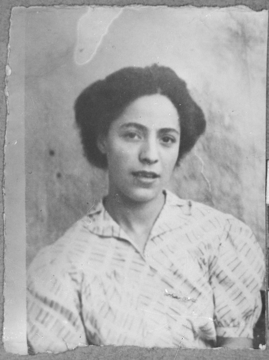 Portrait of Sol Todelano, daughter of Yakov Todelano.  She was a student.  She lived at Ferisovatska 17 in Bitola.