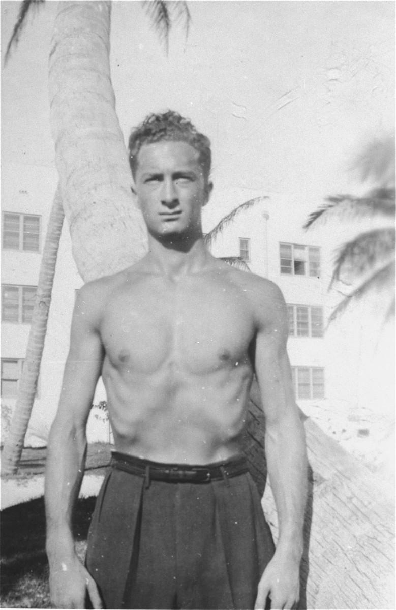 Portrait of Exodus crew member Murray Aronoff in Haifa.