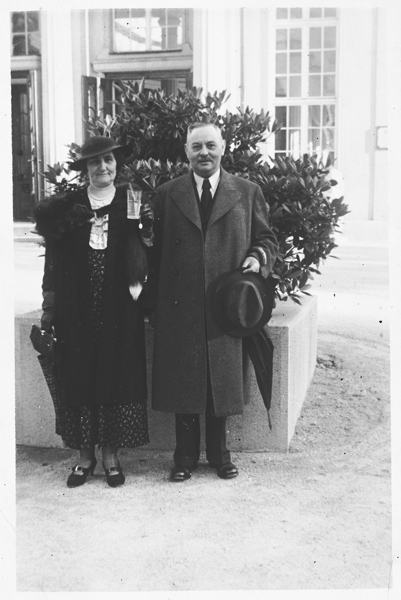 Heinrich and Berta Offenberger, a Viennese Jewish family who later perished in the Holocaust.