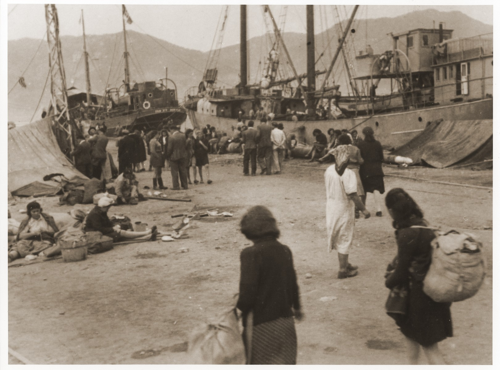 Jewish DPs camp out at the port of La Spezia while waiting for permission to sail to Palestine.