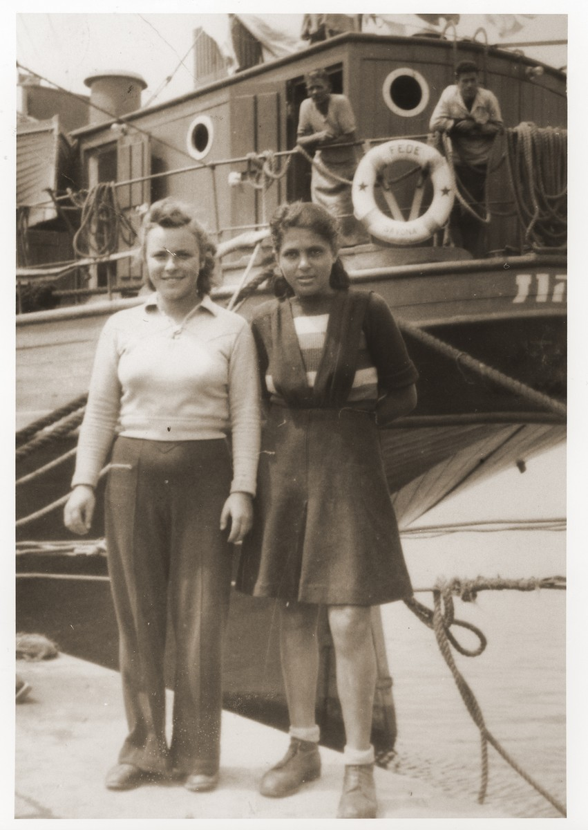 Saba Fiszman (left) poses with a friend in front of the Fede (Dov Hos) in the port of La Spezia, before sailing to Haifa.