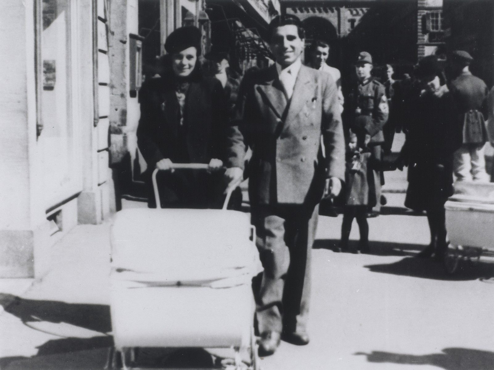 Gabriel and Theresia Reinhardt, a Sinti (Gypsy) couple, push their twin children, Rolanda and Rita, along the Domstrasse in Wuerzburg under Nazi escort.