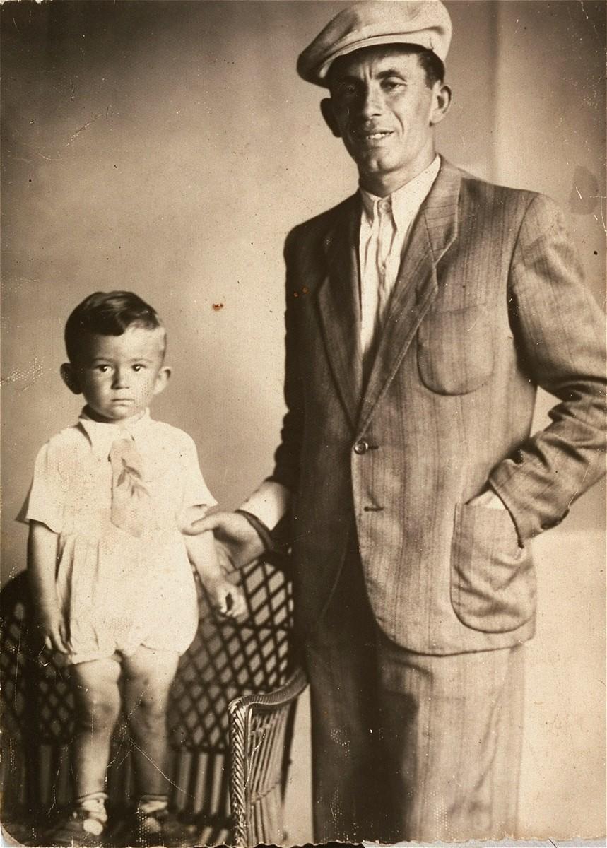 Bernard Kaiser poses with his son, Jurek, in the Kielce ghetto.