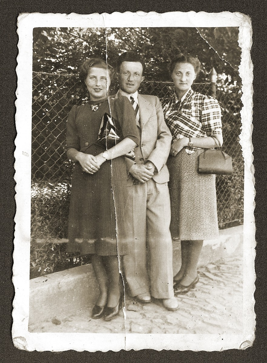 Members of Sztajman family pose outside.  Pictured are Majer and Sylka (Fefer) Sztajman with Majer's sister, Fela.
