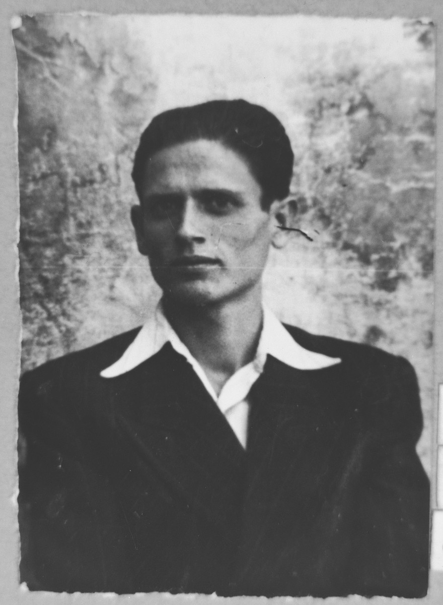 Portrait of Solomon Nachmias, son of Yakov Nachmias.  He was a student.  He lived at Orisarska 6 in Bitola.