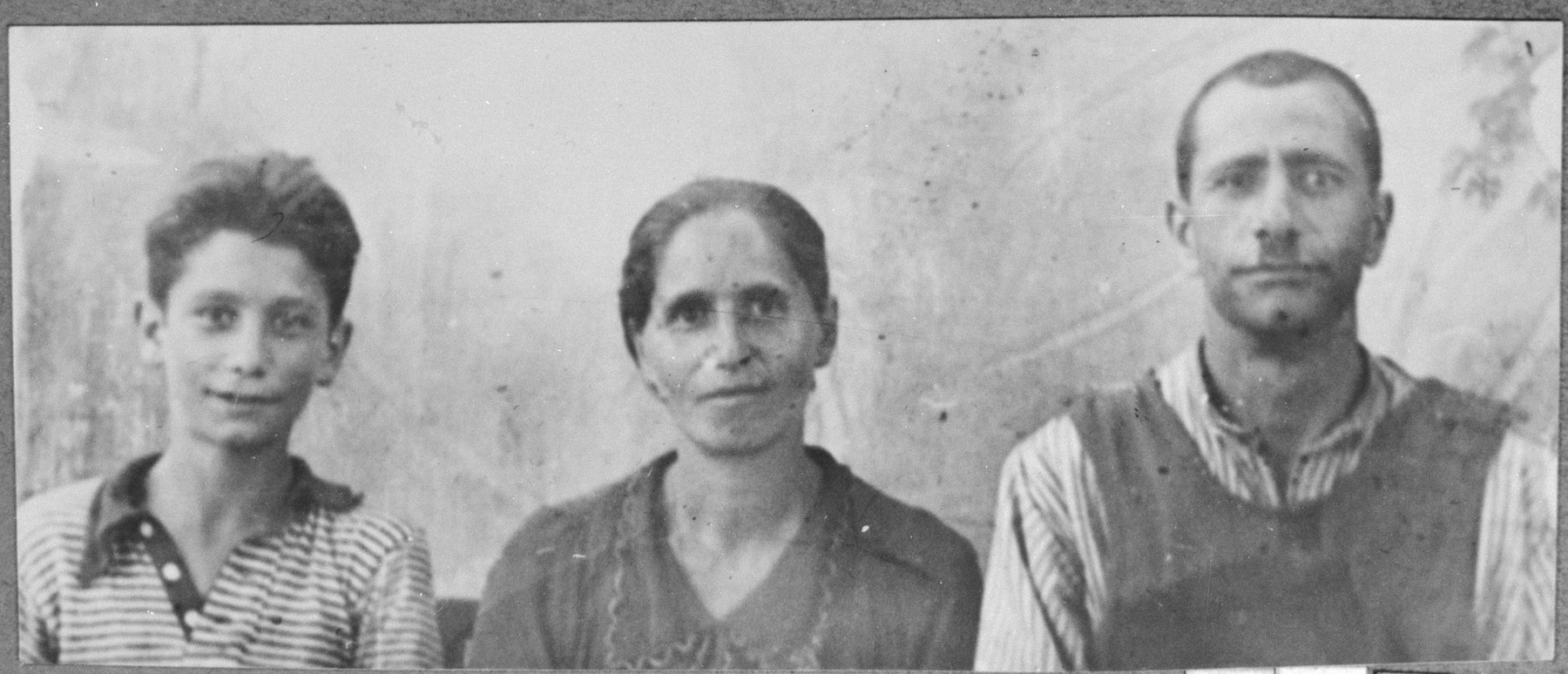 Portrait of Mois Mishulam, [Mois' wife], Sol, and Mois' son Haim.  They lived at Sinagogina 3 in Bitola.