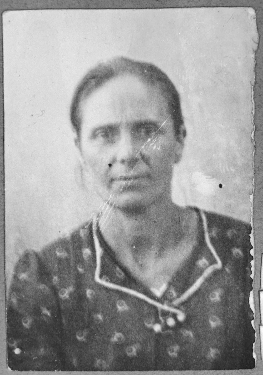 Portrait of Luna Massot, wife of Mordechai Massot.  She was a laundress.  She lived at Sinagogina 12 in Bitola.