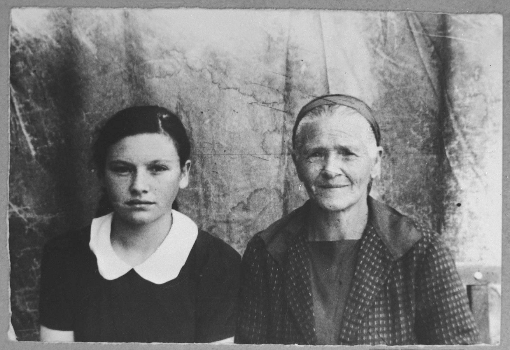 Portrait of Hana Nachmias, wife of Yakov Nachmias, and Buena Nachmias, daughter of Yakov Nachmias.  Buena was a waitress.  They lived at Orisarska 6 in Bitola.