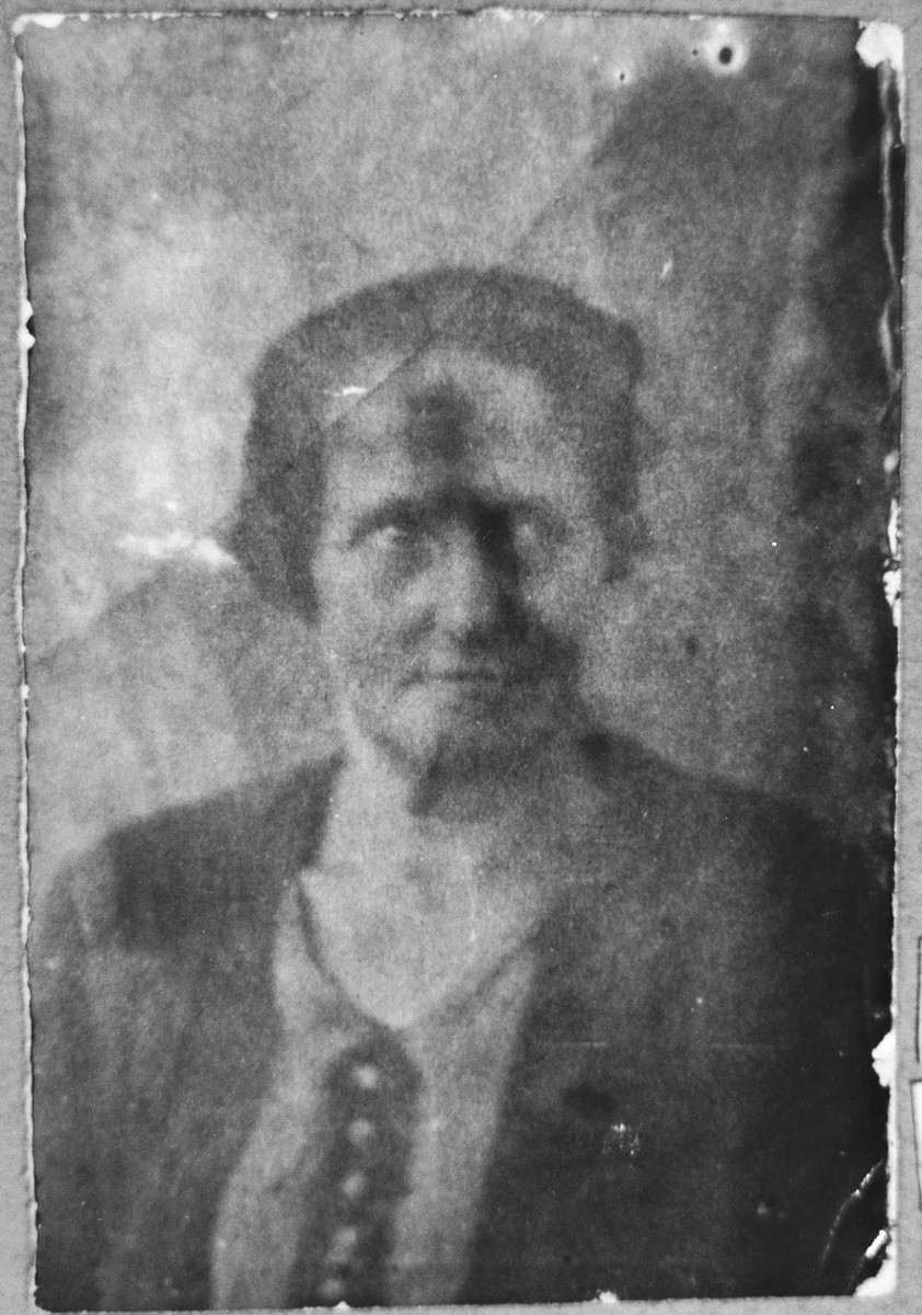 Portrait of Sara Mishulam, wife of Benzion Mishulam.  She lived at Orizarska 7 in Bitola.
