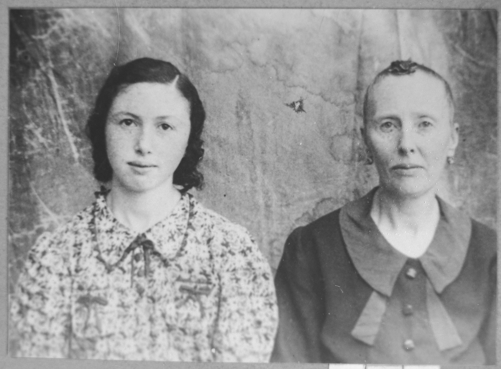 Portrait of Hana Navon, wife of Mushon Navon, and Perla Navon, daughter of Mushon Navon.  Perla was a student.  They lived at Mitrovatska 9-11.