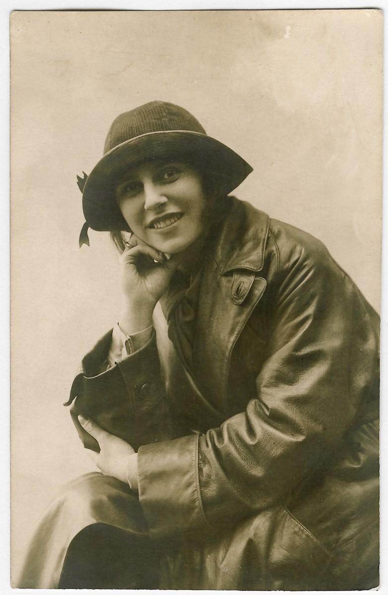 Studio portrait of Russian-Jewish actress, Eugenia Gidoni [later Kopelman].